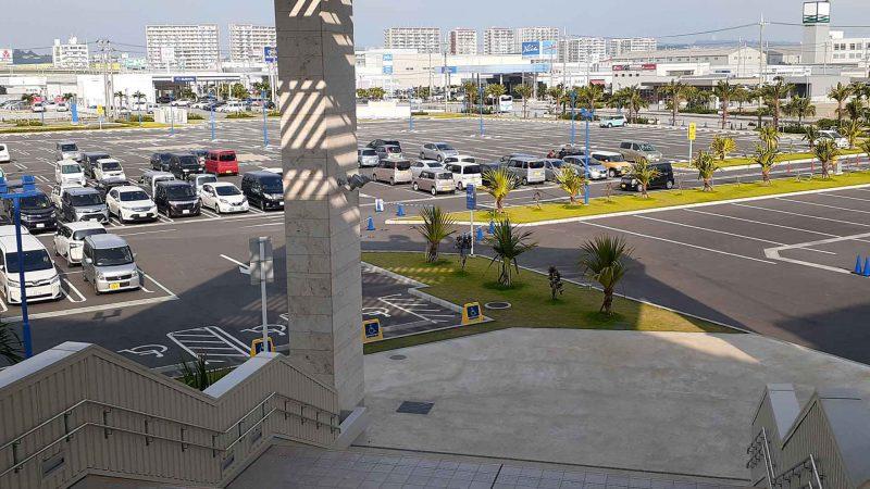 イーアス駐車場